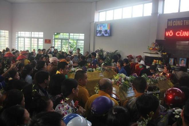 Đại tang gia đình cô giáo trẻ: 20/11 mọi năm nhà toàn hoa học trò đến thăm, năm nay là vòng hoa đi viếng - Ảnh 1.