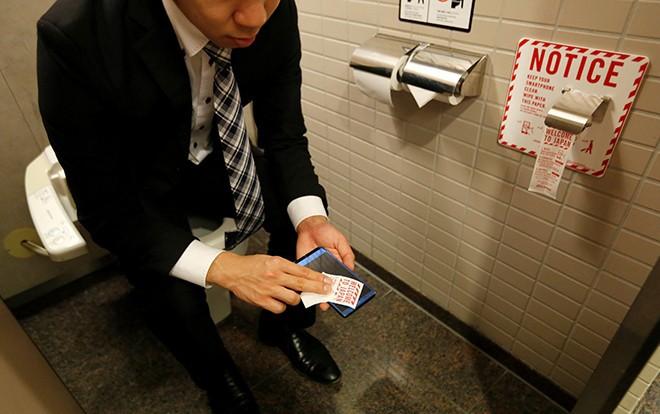 Loại giấy vệ sinh đặc biệt tại nhiều toilet công cộng ở Nhật Bản khiến cả thế giới ngưỡng mộ - Ảnh 1.
