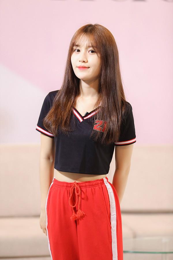Danh tính nữ ca sĩ 18 tuổi đang sở hữu vòng eo nhỏ nhất showbiz Việt - Ảnh 2.