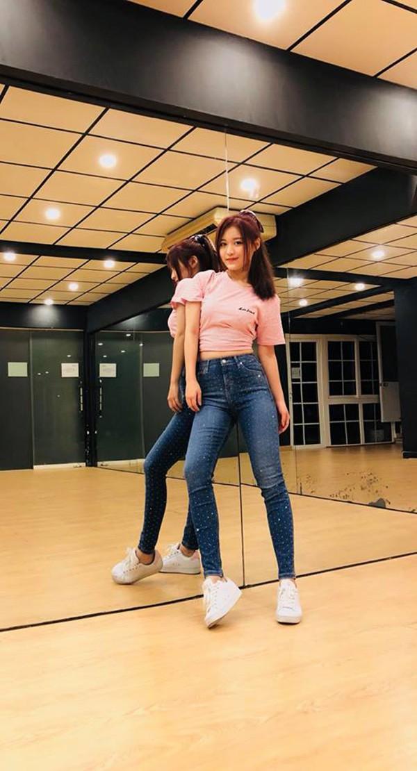 Danh tính nữ ca sĩ 18 tuổi đang sở hữu vòng eo nhỏ nhất showbiz Việt - Ảnh 9.