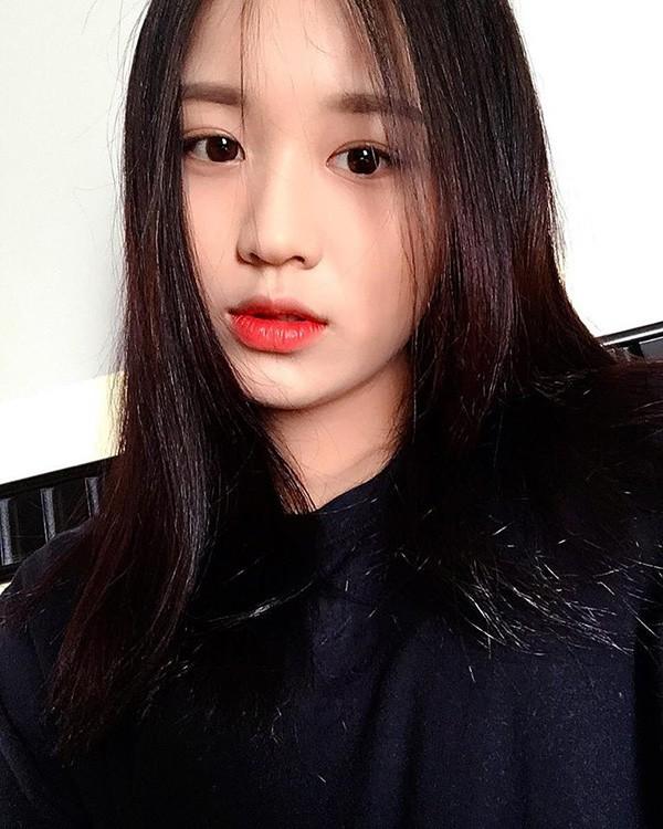 Danh tính nữ ca sĩ 18 tuổi đang sở hữu vòng eo nhỏ nhất showbiz Việt - Ảnh 4.