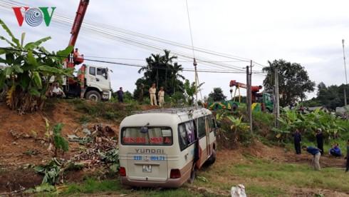 Xe khách lao xuống ruộng, 7 người bị thương - Ảnh 3.