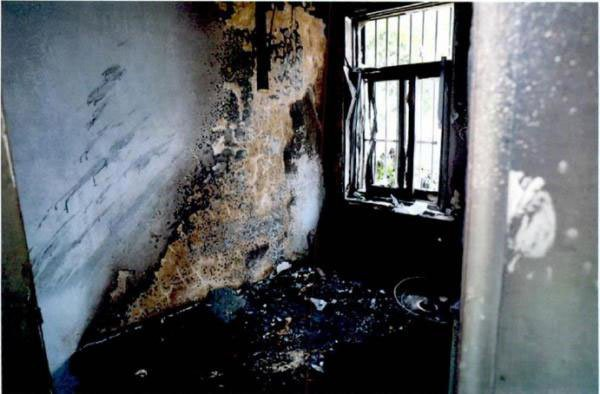 Cha phóng hỏa suýt thiêu sống con trai vì ngủ nướng không đi làm - Ảnh 2.