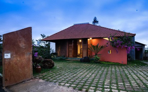Ngôi nhà ngói ấm cúng như ngôi nhà nhỏ trên thảo nguyên của cặp vợ chồng giáo viên ở Lâm Đồng - Ảnh 1.