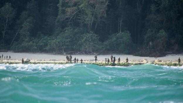 Sự thật bộ tộc bí ẩn thấy người lạ là giết trên hòn đảo cấm ở Ấn Độ - Ảnh 5.