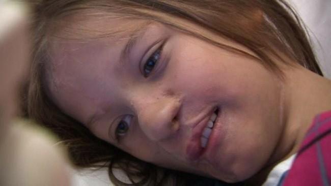 Sự thay đổi ngoạn mục của bé gái bị chồn ăn nửa mặt và ước mơ nhỏ thành hiện thực sau 15 năm - Ảnh 6.