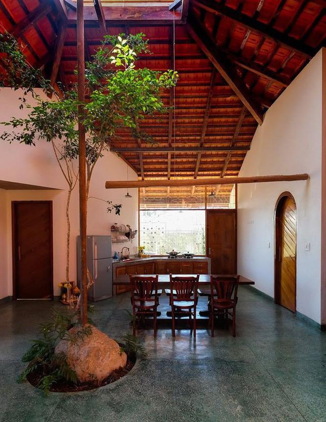 Ngôi nhà ngói ấm cúng như ngôi nhà nhỏ trên thảo nguyên của cặp vợ chồng giáo viên ở Lâm Đồng - Ảnh 10.