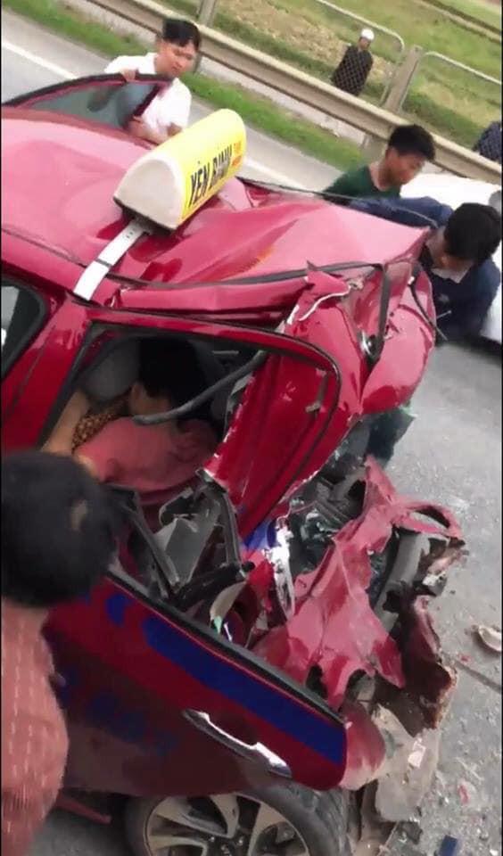 Tài xế xe tải gặp nạn vừa được đưa lên taxi tiếp tục bị xe khác đâm trúng - Ảnh 2.