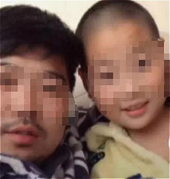 Trung Quốc: Ông bố mua thùng pháo hoa về đốt tưng bừng để thưởng cho con trai, lý do khiến nhiều phụ huynh sửng sốt - Ảnh 1.