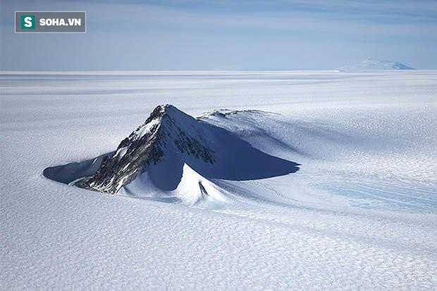 Vật thể 4 mặt giống kim tự tháp cổ đại ở Nam Cực: Nghi vấn nền văn minh bí ẩn? - Ảnh 2.