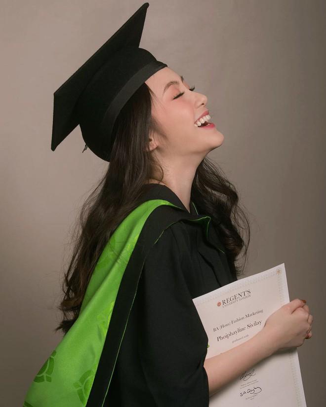 Hot girl Lào gốc Việt xinh đẹp nổi bật trong lễ tốt nghiệp đại học tại Anh - Ảnh 2.