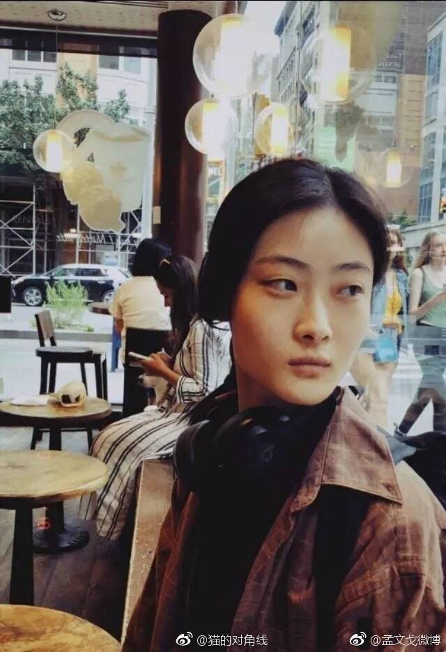 Netizen lùng sục thông tin về người mẫu đóng quảng cáo D&G gây tranh cãi, dấy lên làn sóng tẩy chay toàn Trung Quốc - Ảnh 8.