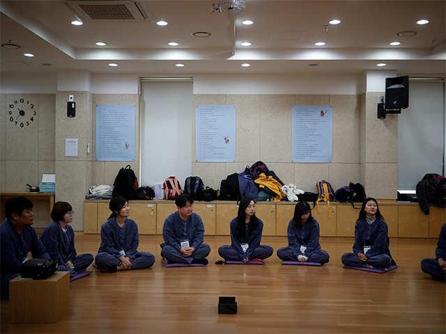Dịch vụ siêu lạ tại Hàn Quốc: Khi con người ta trả tiền triệu để được... đi tù - Ảnh 7.