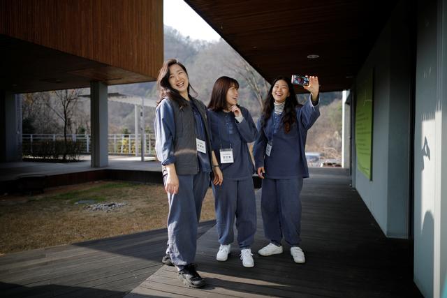 Dịch vụ siêu lạ tại Hàn Quốc: Khi con người ta trả tiền triệu để được... đi tù - Ảnh 9.