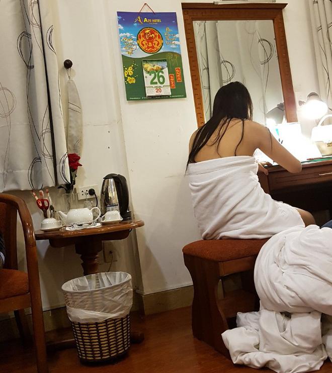Bắt quả tang nhân viên nhà hàng ở Sài Gòn bán dâm cho khách 4 triệu đồng/lượt - Ảnh 1.