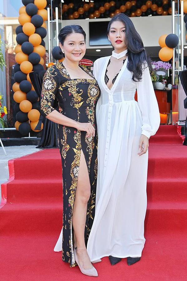 Con gái diễn viên chuyên đóng cảnh nóng Kiều Trinh ngày càng sexy - Ảnh 2.