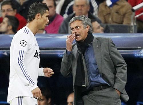 Mourinho một tay phá nát El Clasico, gây chia rẽ tuyển Tây Ban Nha? - Ảnh 1.