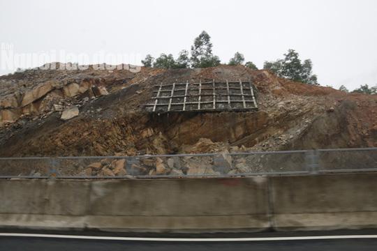 Cận cảnh hằn lún trên đường cao tốc Đà Nẵng – Quảng Ngãi - Ảnh 12.