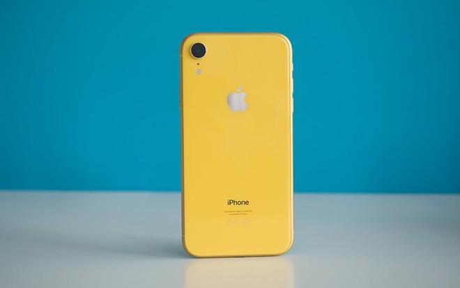 Thật bất ngờ, chẳng ai nghĩ đây lại đang là chiếc iPhone bán chạy nhất của Apple - Ảnh 1.