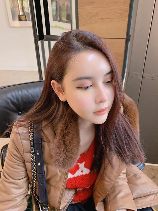 Chị gái Kỳ Duyên - Hà Lade bất ngờ lên tiếng sau khi bị chê phẫu thuật thẩm mỹ làm khuôn mặt đơ cứng, đại trà - Ảnh 1.