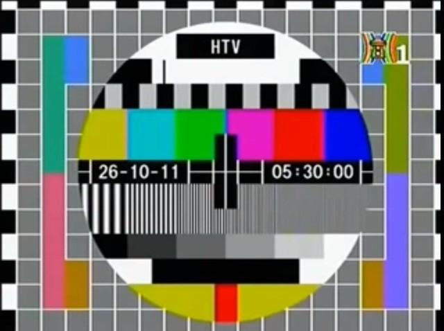 Bức ảnh gợi nhớ tuổi thơ xem tivi của 8x, 9x đời đầu, địa điểm chụp còn gây bất ngờ hơn - Ảnh 3.