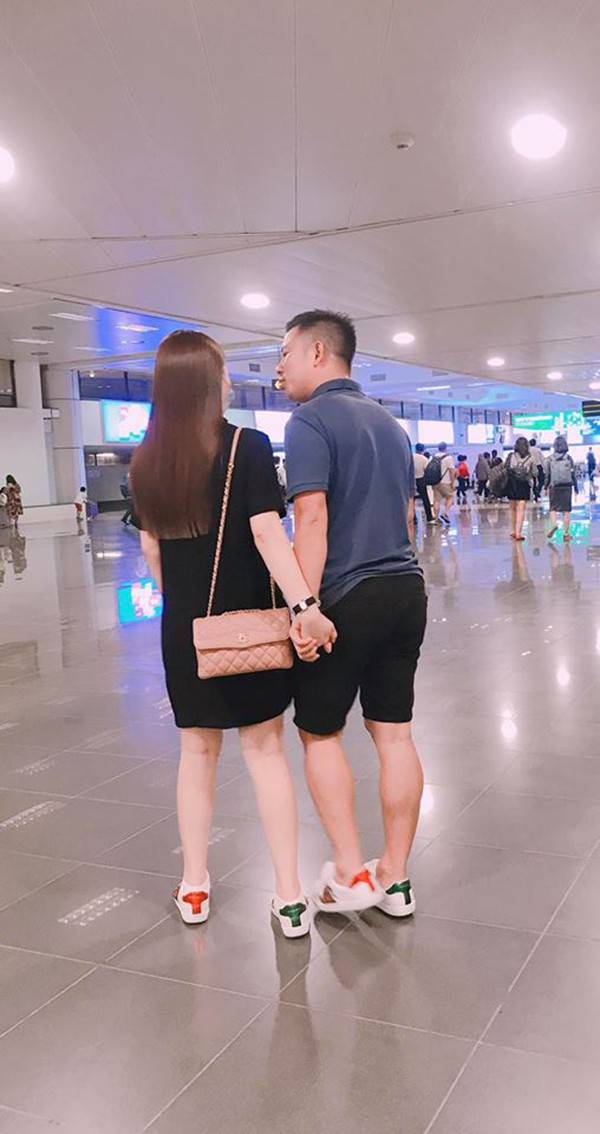 Loạt ảnh tình tứ của Giang Hồng Ngọc và bạn trai doanh nhân giữa nghi án bầu bí - Ảnh 2.
