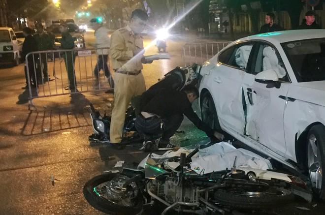 Tai nạn kinh hoàng trong đêm giữa 2 xe máy và ô tô, 4 thanh niên thương vong - Ảnh 1.