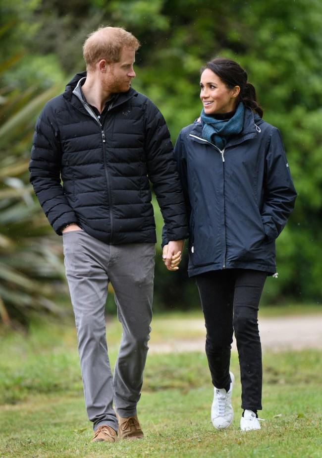 Thực hư việc Meghan lôi kéo Hoàng tử Harry từ bỏ tước vị và cuộc sống hoàng gia sau khi sinh con - Ảnh 1.