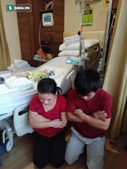Em xin quỳ xuống đây, cầu xin mọi người cứu con trai em - Ảnh 2.