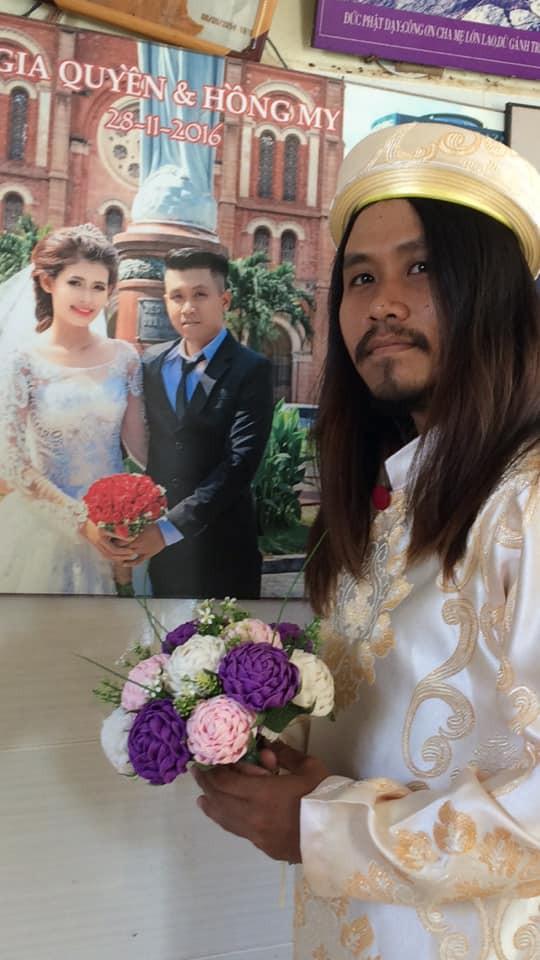 Hai năm sau ngày cưới, thanh niên tóc dài quá vai, về quê không ai dám bắt chuyện - Ảnh 1.