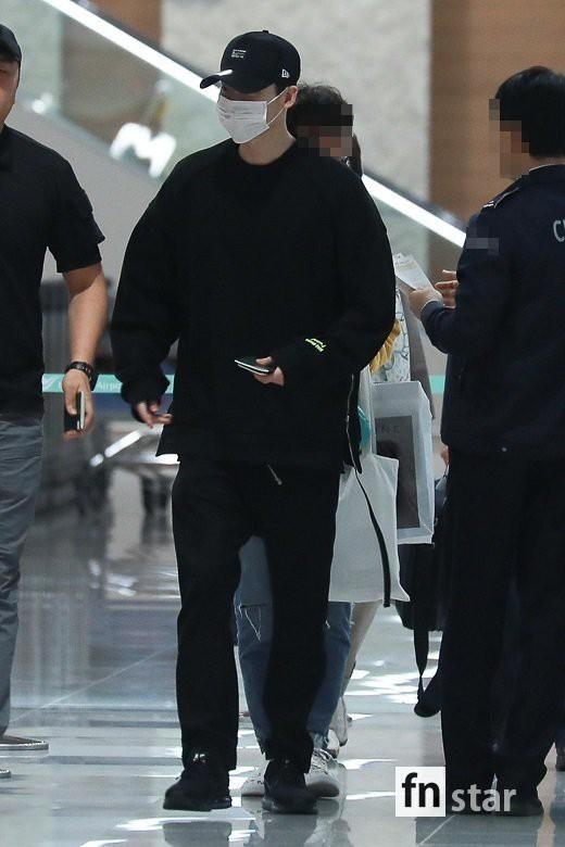 Hình ảnh mỹ nam Pinocchio Lee Jong Suk mệt mỏi trở về Hàn Quốc sau khi bị bắt giữ tại Indonesia khiến fan đau lòng - Ảnh 2.