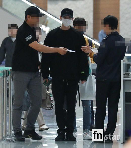 Hình ảnh mỹ nam Pinocchio Lee Jong Suk mệt mỏi trở về Hàn Quốc sau khi bị bắt giữ tại Indonesia khiến fan đau lòng - Ảnh 7.