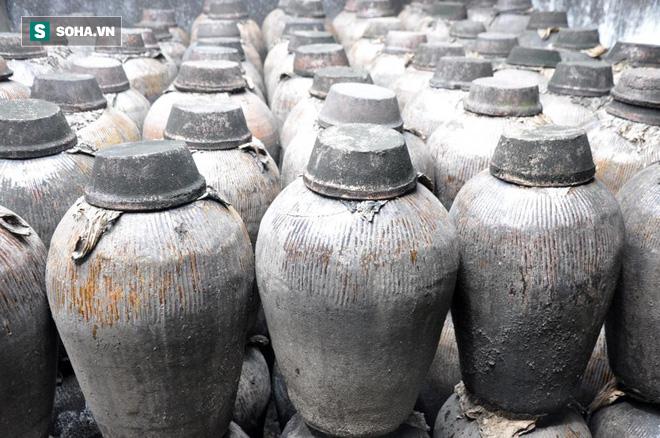 Chất lỏng màu vàng trong hầm mộ cổ 2.000 năm hóa ra là thức uống thượng hạng thời cổ đại - Ảnh 1.