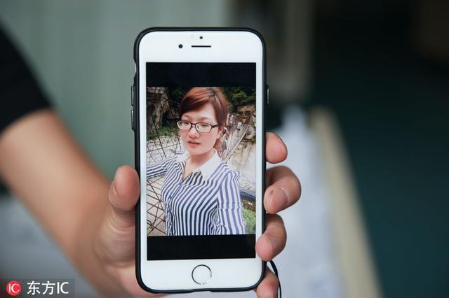 Nhận được điện thoại từ chồng cũ, người mẹ chạy đến bệnh viện và gục ngã khi biết con trai bị bạo hành đến thân tàn ma dại - Ảnh 2.