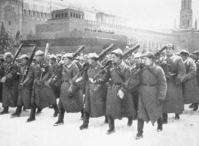 Âm mưu đánh chiếm Matxcơva và bắt sống Stalin của Hitler bị đổ bể thế nào? - Ảnh 2.