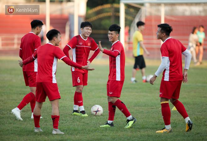 Bị hầm trong bài đá ma, Đình Trọng trút giận lên Văn Toàn ở buổi tập trước trận ra quân AFF Cup 2018 - Ảnh 3.