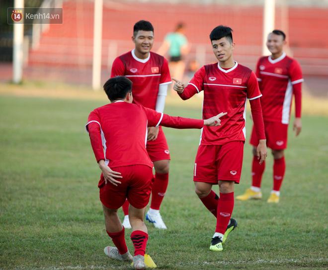Bị hầm trong bài đá ma, Đình Trọng trút giận lên Văn Toàn ở buổi tập trước trận ra quân AFF Cup 2018 - Ảnh 4.