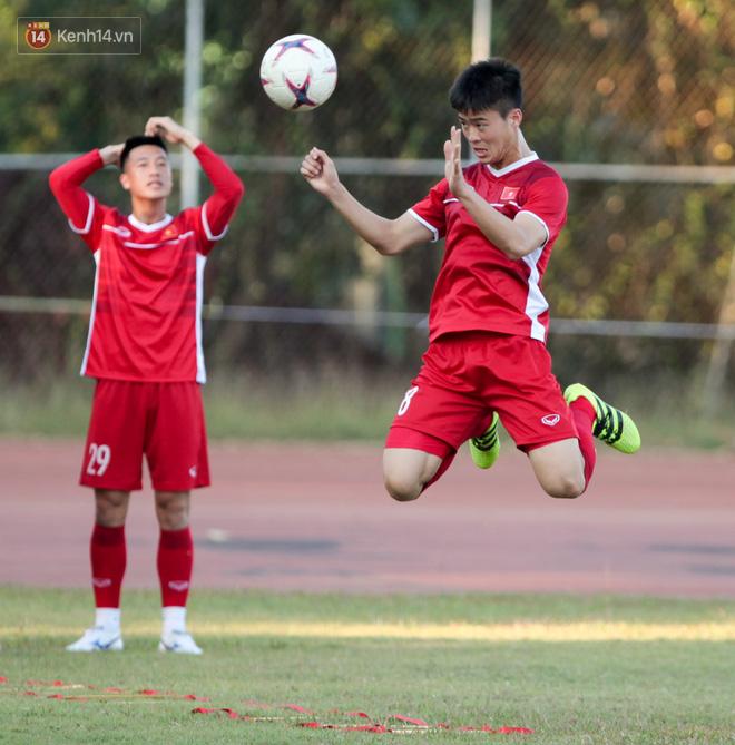 Bị hầm trong bài đá ma, Đình Trọng trút giận lên Văn Toàn ở buổi tập trước trận ra quân AFF Cup 2018 - Ảnh 7.
