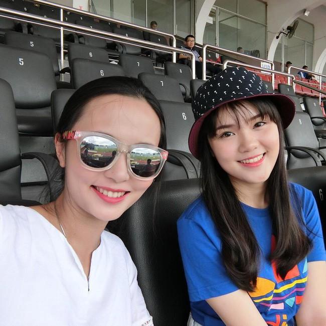 Chuyện tình đặc biệt của cặp chị em xinh đẹp yêu hai chàng hot boy tuyển Việt Nam - Ảnh 14.