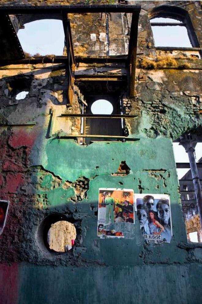 Mukesh: Nhà máy dệt lâu đời nhất Ấn Độ, gần 4 thập kỷ bị bỏ hoang với những lời đồn thổi rợn người - Ảnh 3.