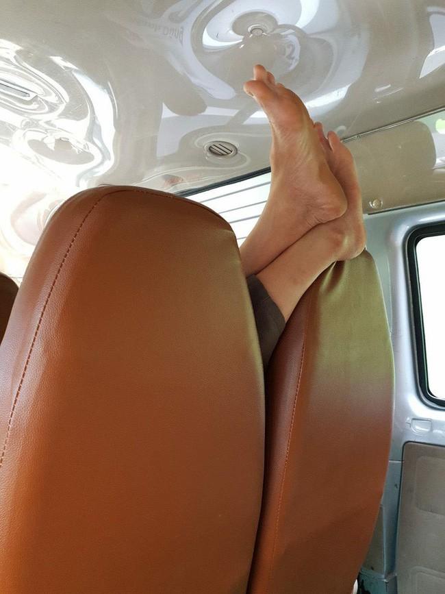 Ám ảnh với những bàn chân hư trên máy bay xe khách, dân mạng mách nhau cách xử lý cao tay - Ảnh 6.