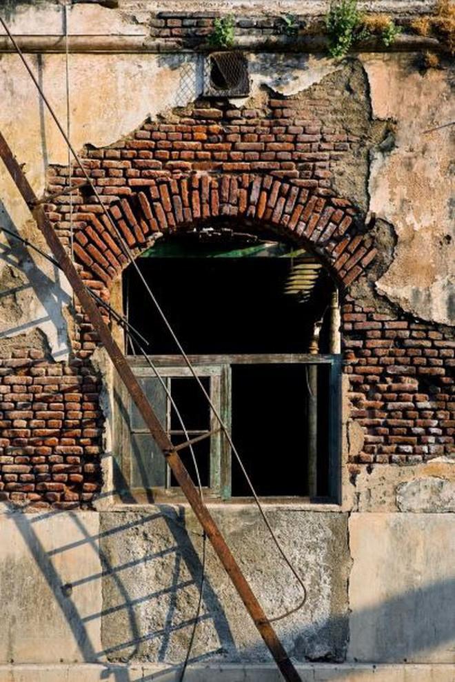 Mukesh: Nhà máy dệt lâu đời nhất Ấn Độ, gần 4 thập kỷ bị bỏ hoang với những lời đồn thổi rợn người - Ảnh 9.