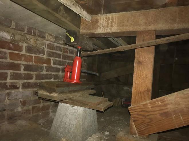 [Ảnh] Vài thứ cực tồi tệ được phát hiện khi kiểm tra kết cấu những căn hộ cũ - Ảnh 9.