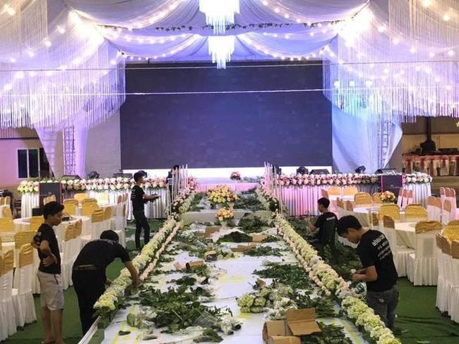 Xôn xao rạp cưới khủng được trang hoàng lộng lẫy trị giá hơn 800 triệu, dùng 100% hoa tươi ở Vĩnh Phúc - Ảnh 2.