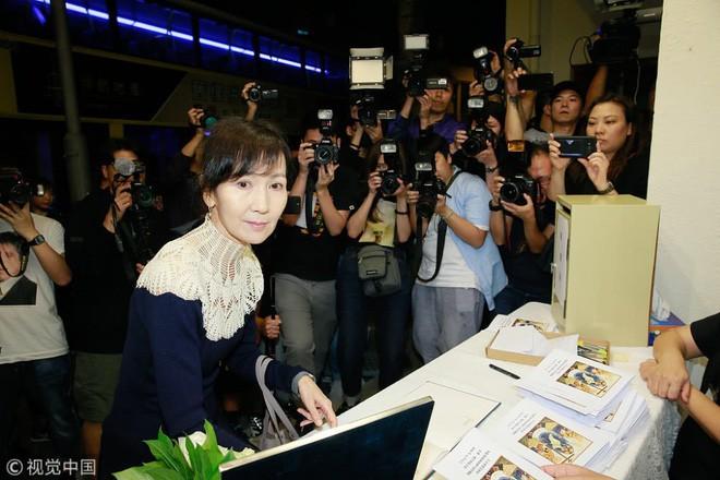 Tang lễ Lam Khiết Anh: Trương Vệ Kiện buồn bã, chị gái lặng người trước di ảnh xinh đẹp của nữ diễn viên - Ảnh 3.