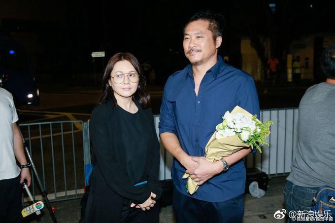 Tang lễ Lam Khiết Anh: Trương Vệ Kiện buồn bã, chị gái lặng người trước di ảnh xinh đẹp của nữ diễn viên - Ảnh 7.