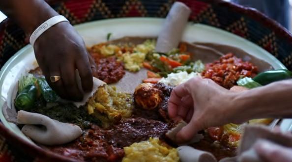 Những nghi thức trong ăn uống bạn cần biết trước khi đi du lịch vòng quanh thế giới - Ảnh 1.
