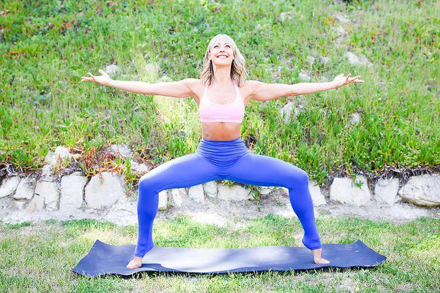 Những tư thế yoga làm tăng ham muốn và độ sung mãn trong chuyện ấy - Ảnh 9.