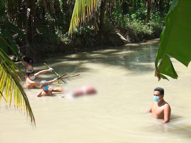 Chồng mất tích bí ẩn sau khi vợ được phát hiện bị trói, tử vong dưới ao nước - Ảnh 1.