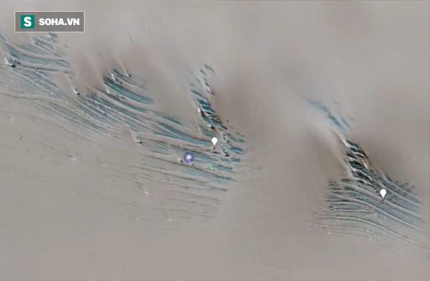Google Earth tiết lộ cấu trúc lạ dưới băng, nghi vấn hầm ngầm của người ngoài hành tinh - Ảnh 1.